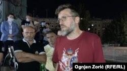Nogo na protestu ispred Skupštine Srbije 9. jula 2020. godine