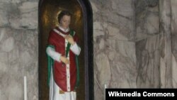 Dublin kilsəsində müqəddəs Valentinin heykəli