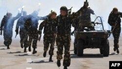 Кыргыз армиясынын жоокерлери.