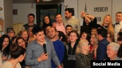 "Илмир Әхмәтҗанов (түбәтәйле) Нью-Йоркта татарларның ""Көзге очрашу"" кичәсен алып бара"