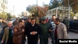 Губернатор Алеппо (в центре) осматривает восточные районы разрушенного города
