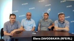 Представители инициативной группы: Алхас Джинджолия, Нугзар Аргун, Астамур Какалия и Рисмаг Аджинджал