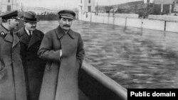 Климент Ворошилов, В'ячеслав Молотов, Йосип Сталін. Ілюстративне фото