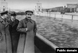 After his own execution in 1940, Yezhov was airbrushed out of the photo with Stalin.