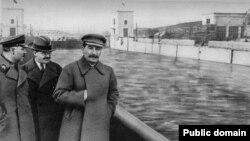Климент Ворошилов, Вячеслав Молотов, Иосиф Сталин, иллюстрационное фото