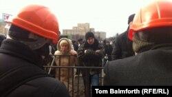 Спор между русскоговорящими жителями Харькова и сторонниками «Евромайдана». 25 февраля 2014 года.
