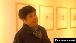 O supraviețuitoare din Cehia a Holocaustului relatînd TV israeliene istoria portretului ei