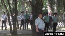 Полиция чарага килүчеләрне күзәтте