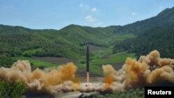 Пуск міжконтинентальної балістичної ракети «Хвасонґ-14» у Північній Кореї, липень 2017 року