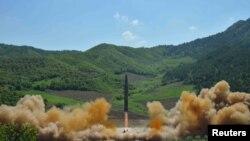 کره شمالی در یک ماه اخیر دو موشک بالیستیک آزمایش کرده است.