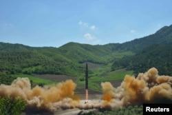Испытания северокорейской баллистической ракеты. 4 июля