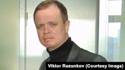 """Иван Павлов, """"мемлекетке сатқындық жасады"""" деген айыппен сотталған Оксана Севастидидің адвокаты."""