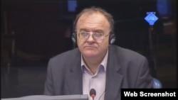 Veljko Džakula svjedoči na suđenju Goranu Hadžiću, 22. listopad 2012.