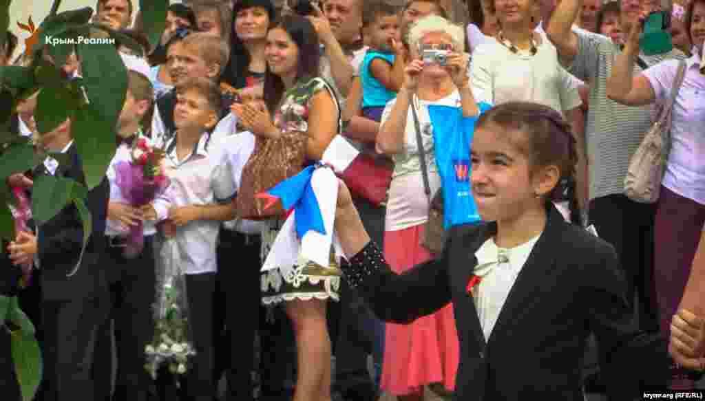 Директор школи Валерій Дюлічев побажав батькам і учням «мудрості, мудрості і ще раз мудрості», Сімферополь, 2016 рік