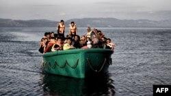 Түркиядан Эгей теңізі арқылы Грекияға қайықпен кетіп бара жатқан мигранттар. Қараша 2015 жыл.