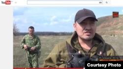 Скриншот видео о мужчине, предположительно гражданине Кыргызстана, который рассказывает, что воюет на стороне сепаратистов в Восточной Украине.