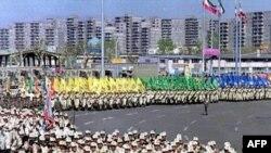 تصویری از رژه ارتش ایران که سال گذشته در میدان آزادی تهران برپا شد.