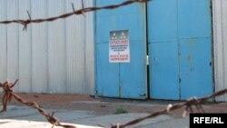 С территории объекта «Балхаш-9» предполагалось вывезти все химически опасные конденсаторы. Карагандинская область, июнь 2009 года.