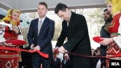 Премиерот Груевски на отварање на нова фабрика