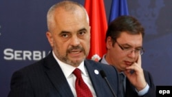 Albanian Prime Minister Edi Rama (left) and Serbian Prime Minister Aleksandar Vucic at a contentious press conference in Belgrade on November 10
