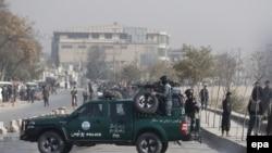 Представники сил безпеки на місці вибуху в Кабулі, 16 листопада 2016 року