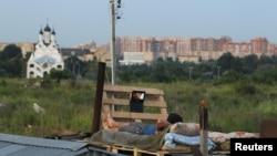 Стихийный поселок трудовых мигрантов в Подмосковье