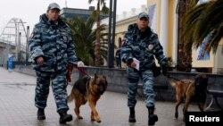 Сочиде қоғамдық қауіпсіздікті бақылап жүрген полицейлер. Сочи, 23 қаңтар 2014 жыл.