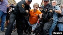 Задержание участников акции в поддержку Алексея Навального в Петербурге