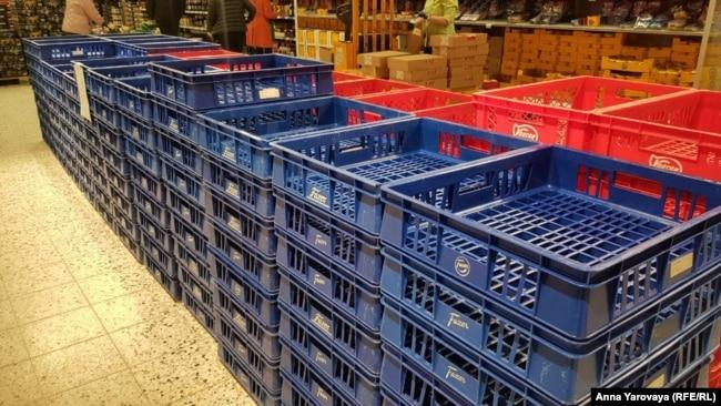Пустые хлебные полки в магазине Йоэнсуу