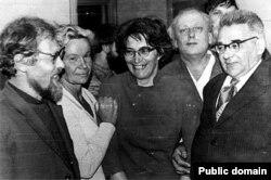 Слева направо: Сергей Ковалев, Татьяна Ходорович, Татьяна Великанова, Григорий Подъяпольский, Анатолий Левитин в Крыму