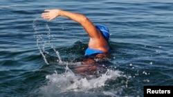 Американская пловчиха на длинные дистанции Диана Наяд стартует из Гаваны, направляясь во Флориду. 31 августа 2013 года.