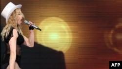 После Питера Мадонна отправится в Таллин