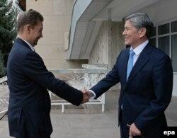 Алмазбек Атамбаев и Алексей Миллер. 10 апреля