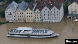 Бавария, Пассау, 4 июня 2013 года. Уровень Дуная поднялся выше обычного почти на 13 метров