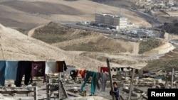 Palestinska djevojčica blizu područja na kojem je planirana izgradnja 3.000 stanova