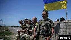 Донбассдаги украин ҳарбийлари.