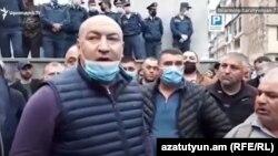 Armenia -- Kajaran Mayor Manvel Paramazian (L) leads a demonstration outside a police station in Kapan, May 24, 2020