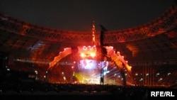 Консерти U2 дар варзишгоҳи Лужникии Маскав (Акс аз бойгонӣ)