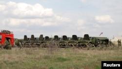 Російська військова техніка поблизу райцентру Валуйки Бєлгородської області за 20 кілометрів від кордону з Україною, 16 квітня 2014 року