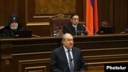 Президент Армении Армен Саркисян выступаеи на первом заседании новоизбранного Национального собрания Армении, Ереван, 14 января 2019 г.
