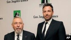 """""""Argo"""" filminin direktoru Ben Affleck (sağda) Tony Mendez ilə"""