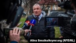 Микола Семена перед початком засідання суду в анексованому Криму, Сімферополь, 20 березня 2017 року