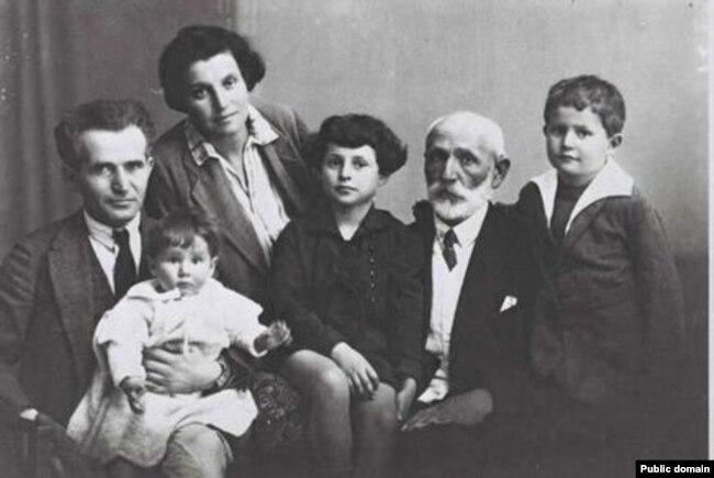 Родина Бен-Гуріона, фото зроблено у Тель-Авіві