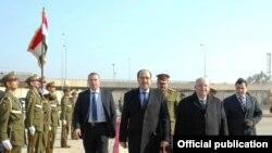 المالكي يودع نظيره السوري محمد ناجي عطري