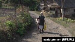 Հայաստանյան գյուղերից մեկում, արխիվ