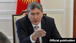 Киргистанскиот претседател Алмазбек Атамбаев