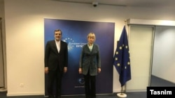هلگا اشمید دبیرکل سرویس اقدام خارجی اتحادیه اروپا و حسین جابری انصاری دستیار ارشد وزیر خارجه ایران در بروکسل