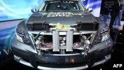 Прототип самоуправляемого автомобиля на стенде компании Lexus на международной автомобильной выставке в Лас-Вегасе. США, 8 января 2013 года.