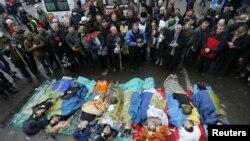 Тіла загиблих учасників Революції гідності на майдані Незалежності в Києві, 20 лютого 2014 року