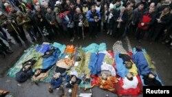 Киевтегі қақтығыстардан қаза тапқандардың денелері. 20 ақпан 2014 жыл.